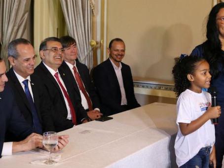 Programa Criança Alfabetizada é oficializado em lei estadual