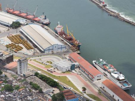 Veleiro interceptado com 2,2 toneladas de cocaína chega ao Porto do Recife