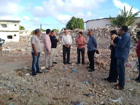 Dom Fernando acompanha drama dos ex-moradores do Conjunto Muribeca
