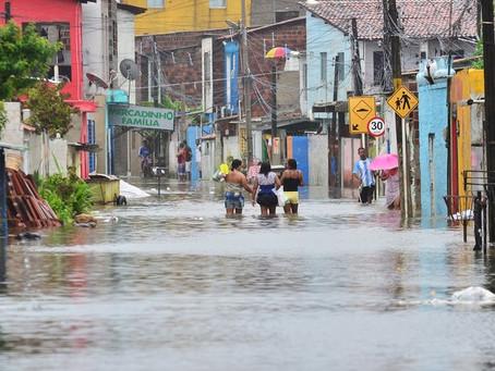Jaboatão retira vítimas das chuvas de áreas de risco