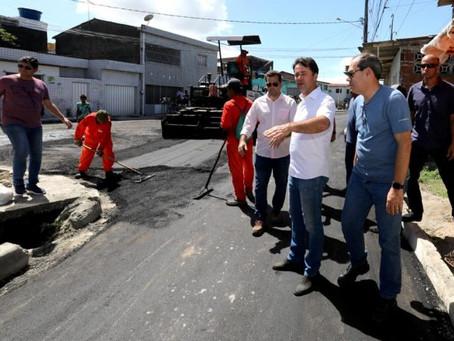 Anderson Ferreira vistoria obras de pavimentação em Cajueiro Seco