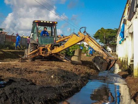 Canal da comunidade Aritana recebe serviços de limpeza