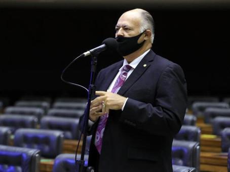 Pastor Eurico é o único parlamentar de PE a votar contra prisão de deputado bolsonarista