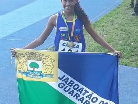 Ana Clara leva ouro na prova de 1000 mts de atletismo
