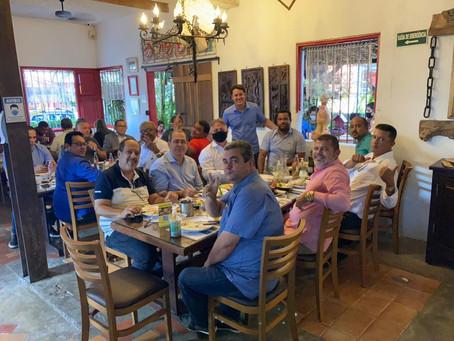 Jaboatão: prefeito, vice, vereadores e secretários se reúnem durante almoço