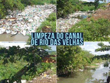 Serviços de limpeza no Canal Rio das Velhas