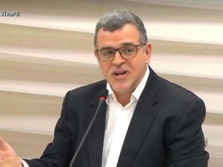 """Thiago Modenesi esclarece que divergência com Sílvio Costa se deu """"no campo das ideias"""""""