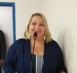 Vereadora Jeane Candido presta hoemagem aos enfermeiros