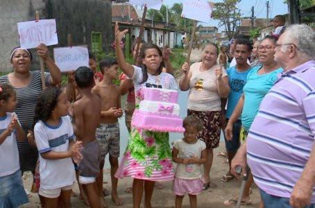 Moradores fazem aniversário de 20 anos  de buraco em Jaboatão