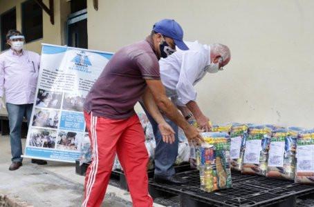 Médicos trocam festa para doar cestas básicas ao Abrigo Cristo Redentor