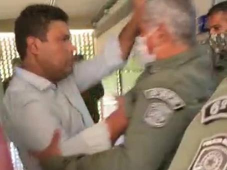 Deputado estadual Joel da Harpa e comandante de batalhão da PM trocam agressões durante vacinação de