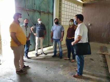 Daniel Alves visita o Oratório Dom Bosco com a ONG Travessia