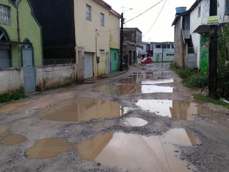 Buracos prejudicam rua em Barra de Jangada