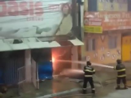 Incêndio atinge loja de tinta em Jaboatão dos Guararapes