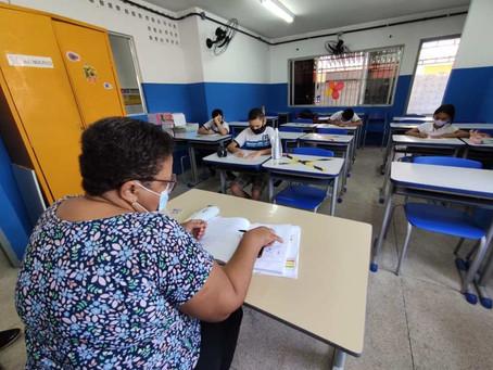 Alunos do 5º ano e do ensino de jovens e adultos voltam às aulas presenciais no Jaboatão