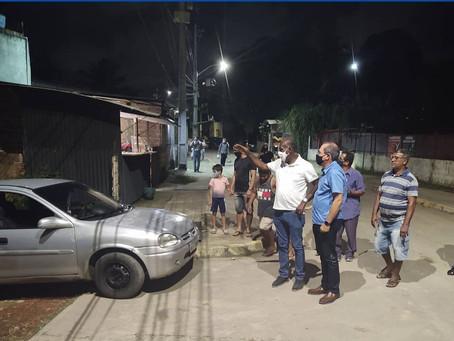 Vice-prefeito de Jaboatão caminha pela comunidade Sítio das Queimadas, em Cavaleiro