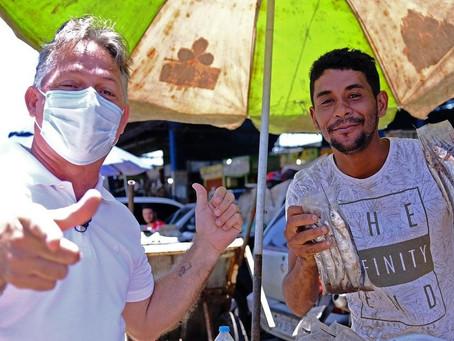 Robson Leite visita o Mercado das Mangueiras