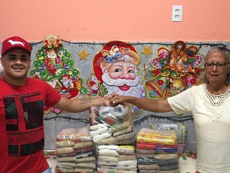Youtuber entrega donativos ao Lar Tia Socorro