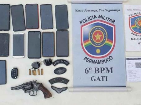 Polícia prende dois homens e recupera 14 celulares em Jaboatão