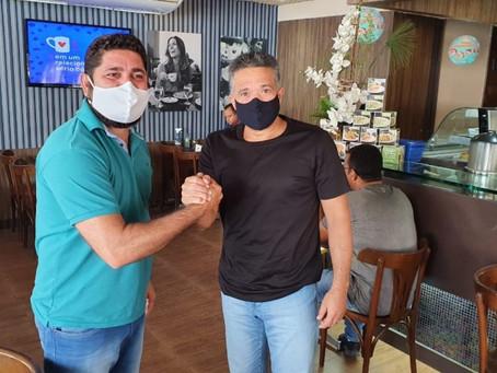 Candidato a prefeito de Jaboatão, Daniel Alves dialoga com o deputado William Brígido