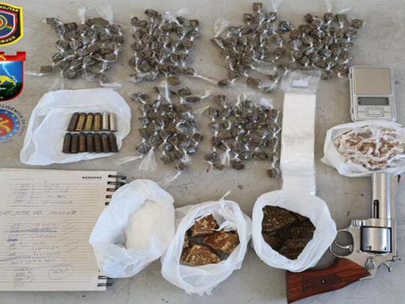 Polícia prende dupla com arma de fogo e drogas em Jaboatão