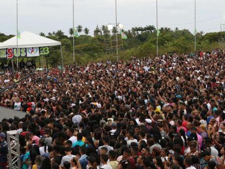 Cerca de 80 mil fiéis se reúnem no Monte dos Guararapes