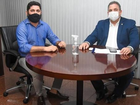 Daniel Alves se reúne com o presidente da Alepe