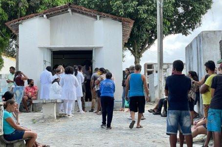 Corpo de estudante de enfermagem morta a tiros no quintal da casa de parente é enterrado em Jaboatão