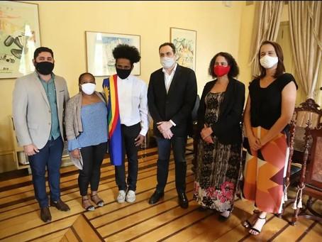 Daniel Alves participa de reunião com o governador e o estudante que passou em 9 faculdades nos EUA