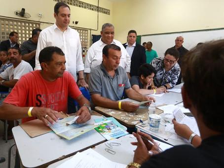 Paulo Câmara participa de ação de cidadania em Piedade