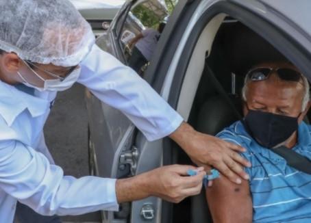 Jaboatão vacina quase mil idosos de 80 a 84 anos no 1° dia