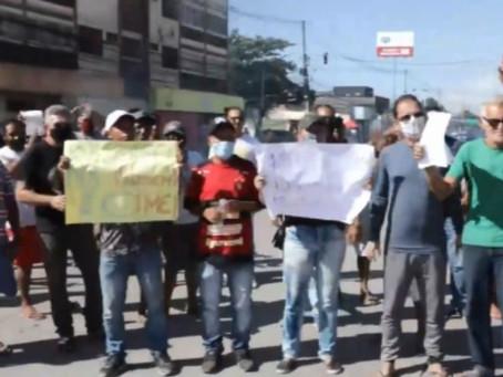 Ambulantes realizam protesto na Estrada da Batalha