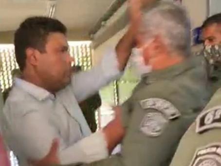 Governo dispensa do comando de batalhão da PM coronel que trocou agressões com deputado estadual