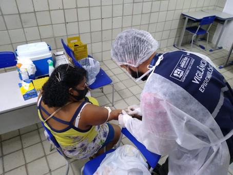 Jaboatão testa servidores da educação e vacina profissionais da saúde contra Covid-19