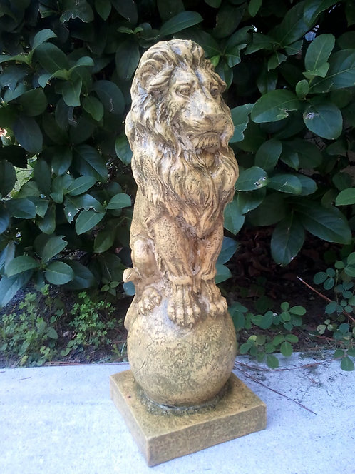 LION ON FINIAL*