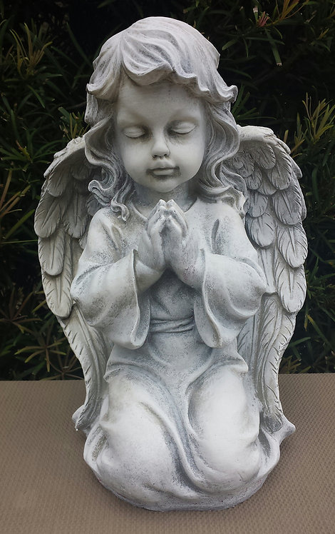 DETAILED KNEELING PRAYING ANGEL