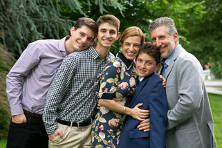 Bar Mitzvah family portraits in the park