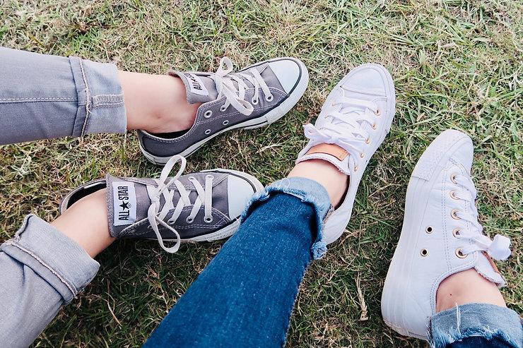 two-people-wearing-converse-allstar-low-