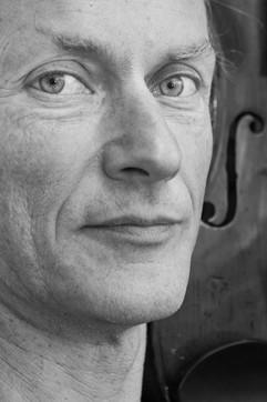 Portrait book d'artiste en noir et blanc