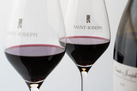 deux verres de vin AOC Saint-Joseph