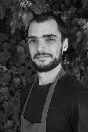 Portrait professionnel d'un cuisinier noir et blanc