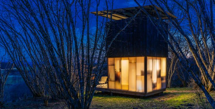 Photographie d'architecture - cabanes en bois et matériau translucide