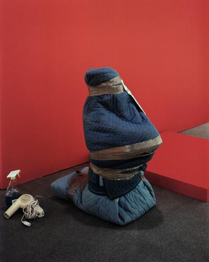Untld.-50 2003 (Hostage)
