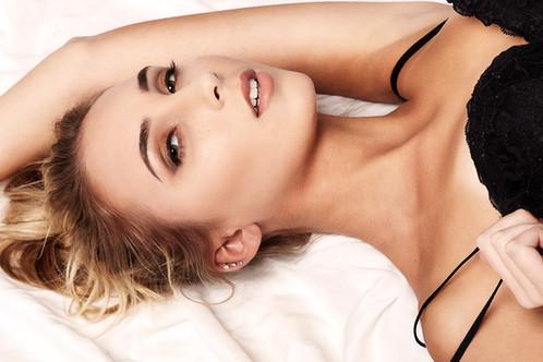 Model Rowen Kel