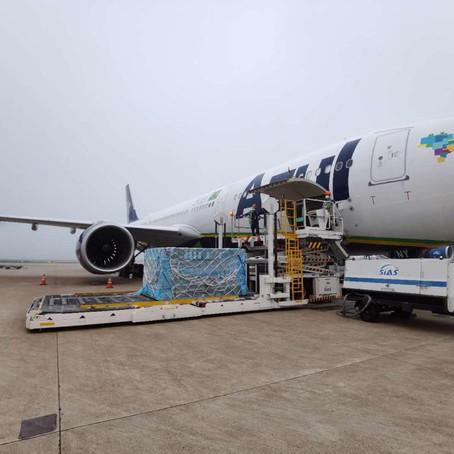 Trazendo insumos para testes de Covid-19, A330 da Azul pousa pela primeira vez em Cabo Frio