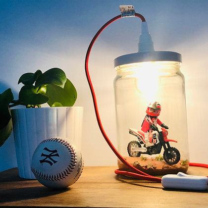 "La lampe bobocal ""Tom, le pilote de motocross"""