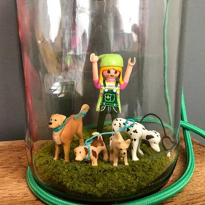 Lampe bocal avec Playmobil et chiens