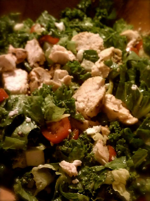 Greek Salad with Grilled Chicken - Family of 4