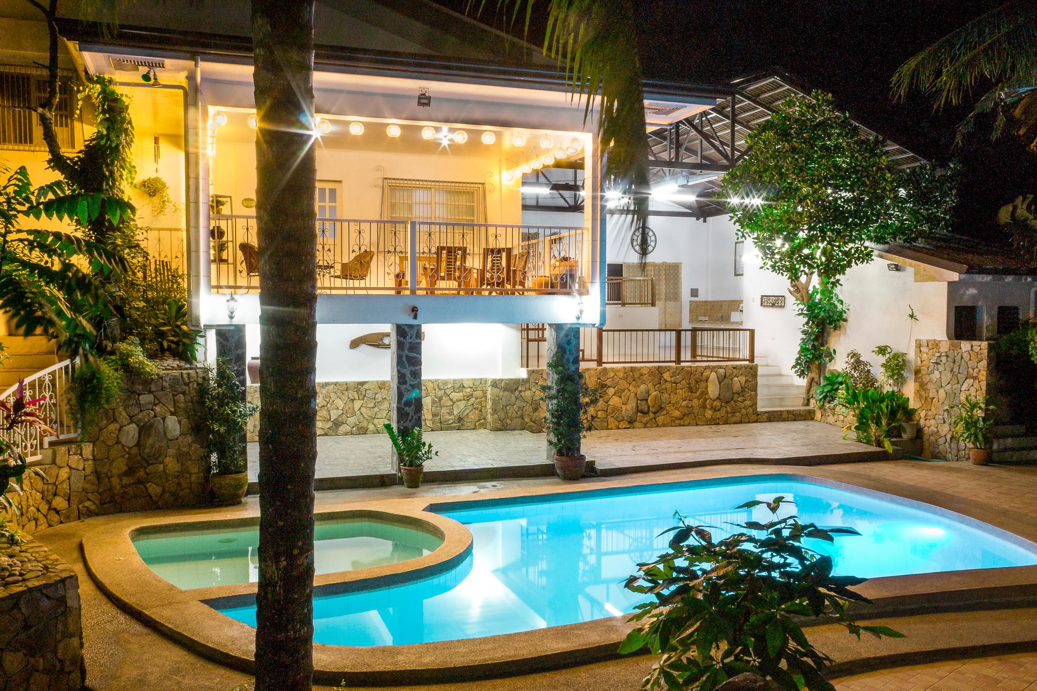 Night Family House bungad biluso
