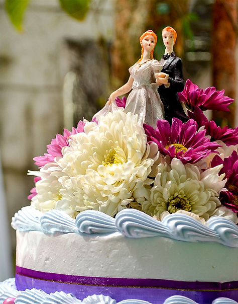 Wedding cake with flowers in bungad biluso Silang Cavite